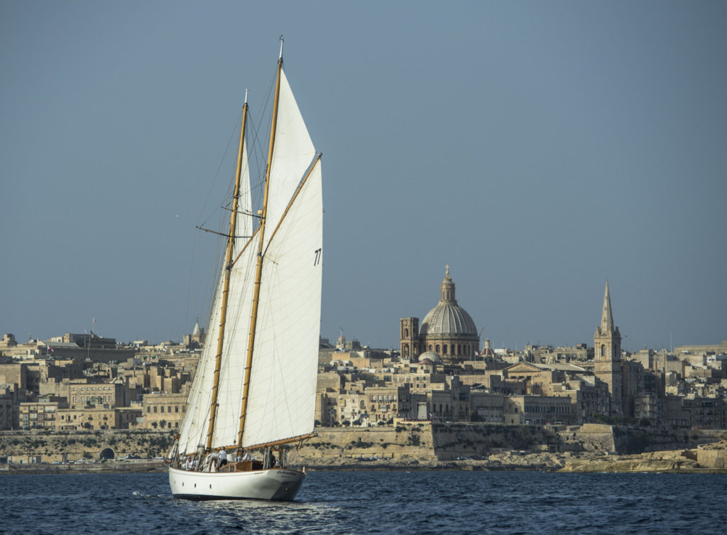 sailing-yacht-lelantina-approaches-malta