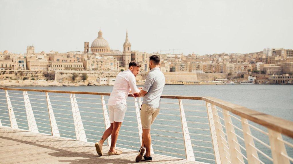 Couple gay vue sur La Valette