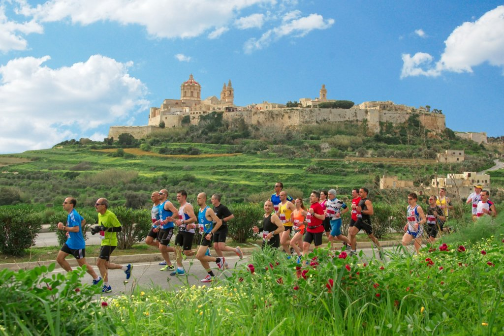 2014-vodafone-malta-marathon-with-mdina-in-the-background