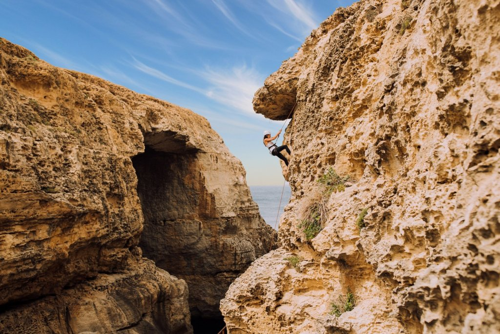 article-3_2_young-woman-climbing-cliffs-of-gozo