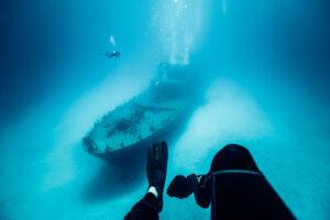 divers-and-p31-wreck-2