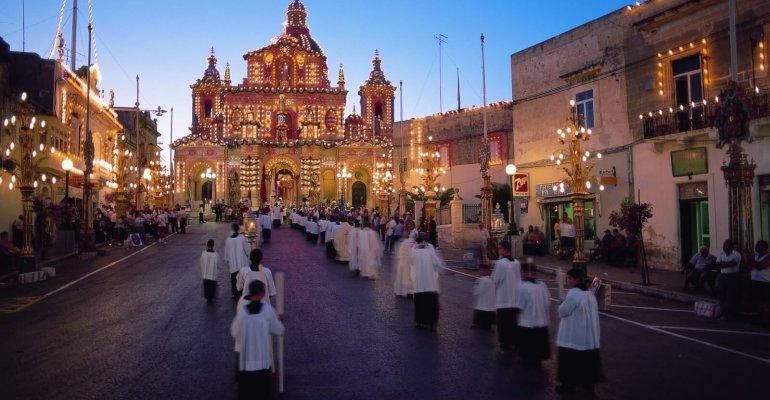 Découvrir l'ambiance unique de festa de Malte
