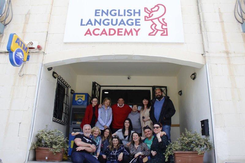 """2 semaines de cours de """"Business English"""", avec le logement dans un de nos appartements indépendants"""